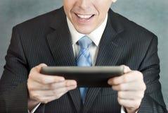 Geschäftsmann erregt von Tablet Stockfotografie