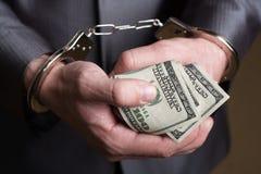 Geschäftsmann festgehalten für Bestechungsgeld stockbilder