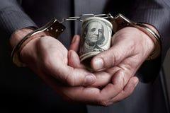 Geschäftsmann festgehalten für Bestechungsgeld Stockfotografie