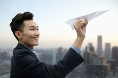 Geschäftsmann Flying Paper Airplane Lizenzfreie Stockfotografie