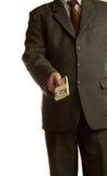 Geschäftsmann gibt Geld Lizenzfreie Stockfotos