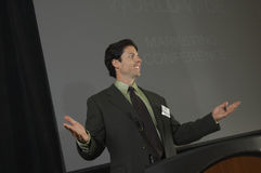 Geschäftsmann Giving ein Vortrag bei der Konferenz Lizenzfreies Stockfoto