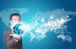 Geschäftsmann-Griff Erde in der Hand Weltkarte mit Stockfotos