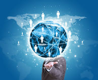 Geschäftsmann-Griff Erde in der Hand Weltkarte mit Lizenzfreie Stockfotografie