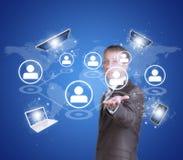 Geschäftsmann-Grifftabletten-PC, intelligentes Telefon, Laptop Lizenzfreie Stockfotos