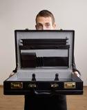 Geschäftsmann halten leere Aktenmappe lizenzfreie stockfotografie