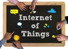 Geschäftsmann-Handfunktion und Internet von Sachen (IoT) fassen conc ab Stockfotografie