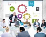 Geschäftsmann Having eine Darstellung über Teamwork Stockfotografie