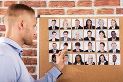 Geschäftsmann Hiring The Candidate für Job stockfotografie