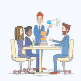 Geschäftsmann-Hold Megaphone Loudspeaker-Kollege-Geschäftsleute Team Group Working Desk Lizenzfreies Stockbild