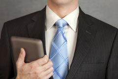 Geschäftsmann-Holding-Tablette Lizenzfreies Stockfoto