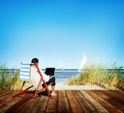 Geschäftsmann-Holiday Working Business-Reise-Strand-Konzept stockfotografie