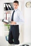 Geschäftsmann im Büro Lizenzfreies Stockbild