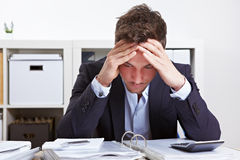 Geschäftsmann im Büro mit Burnout Lizenzfreies Stockbild