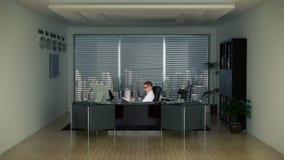 Geschäftsmann im Büro mit Skylinen stock video footage