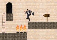Geschäftsmann im Computer-Spiel-Niveau mit Fallen und Leiter lizenzfreie abbildung