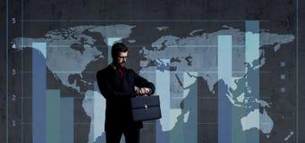 Geschäftsmann im Geschäfts-, Büro-, Karriere- und Technologiekonzept stockfotografie
