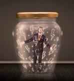 Geschäftsmann innerhalb eines Glasgefäßes mit Blitzzeichnungskonzept Stockbilder