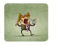 Geschäftsmann kämmt sein Haar bei der Anwendung des Mundsprays Lizenzfreie Stockfotos