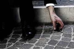 Geschäftsmann lassen den verlorenen Schlüssel ein Lizenzfreies Stockfoto