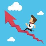 Geschäftsmann laufen gelassen auf Treppenrotpfeil Lizenzfreie Stockfotos