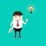 Geschäftsmann liest ein Buch und erhält neue Idee als Ideenbirne Geschäft Lizenzfreies Stockfoto