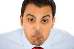 Geschäftsmann, Mann oder Student, der heraus seine Zunge an Ihnen haftet, stockfotografie
