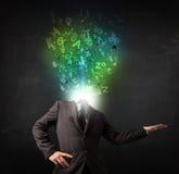 Geschäftsmann mit abstrakten glühenden Buchstaben auf Kopf Lizenzfreie Stockfotos