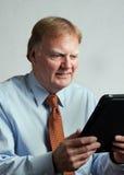 Geschäftsmann mit Aktentaschencomputer Lizenzfreies Stockfoto