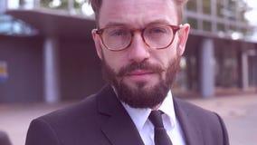 Geschäftsmann mit Bart stock footage