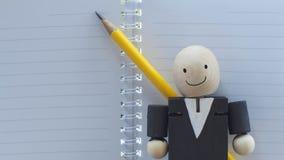 Geschäftsmann mit Bleistift und Notizbuch lizenzfreie stockfotografie