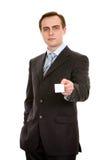 Geschäftsmann mit businesscard. Getrennt auf Weiß. Lizenzfreie Stockfotografie
