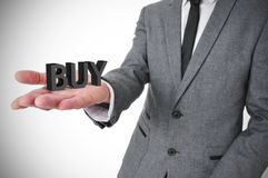Geschäftsmann mit dem Wortkauf in seiner Hand Lizenzfreie Stockbilder