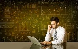 Geschäftsmann mit Diagrammhintergrund Stockbilder
