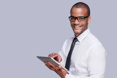 Geschäftsmann mit digitaler Tablette Lizenzfreies Stockfoto