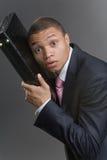 Geschäftsmann mit einem Aktenkoffer Lizenzfreies Stockfoto