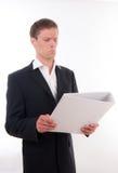 Geschäftsmann mit einem Dateifaltblatt in seinen Händen Stockfoto