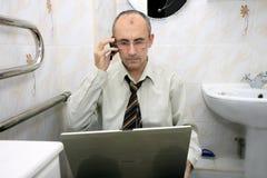 Geschäftsmann mit einem Laptop Stockfotos