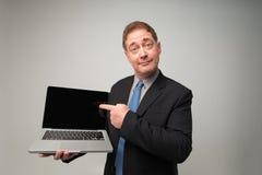 Geschäftsmann mit einem Laptop Stockfotografie