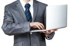 Geschäftsmann mit einem Laptop - lokalisiert über einem weißen Hintergrund Stockfotos