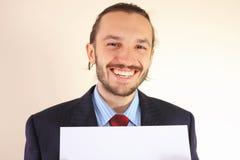 Geschäftsmann mit einer leeren weißen Karte Stockbilder