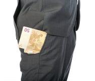 Geschäftsmann mit Geld in seiner Tasche lizenzfreie stockfotos