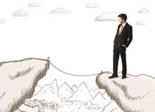 Geschäftsmann mit gezogenem Rand des Berges Stockfotos