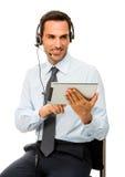 Geschäftsmann mit Kopfhörer und digitaler Tablette Stockbilder