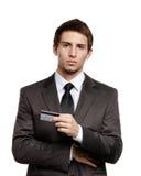 Geschäftsmann mit Kreditkarte lizenzfreies stockbild