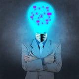 Geschäftsmann mit Leuchtenkopf als Konzept des Sozialen Netzes Stockfoto