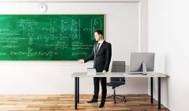 Geschäftsmann mit mathematischen Formeln Lizenzfreies Stockfoto