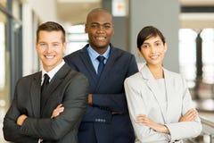 Geschäftsmann mit Mitarbeitern Stockfoto