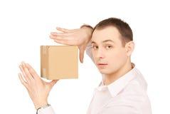 Geschäftsmann mit Paket Stockfoto