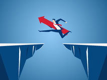 Geschäftsmann mit rotem Pfeilzeichensprung durch den Abstand zwischen Hügel Laufen und Sprung über Klippen Geschäftsrisiko und Er lizenzfreie abbildung